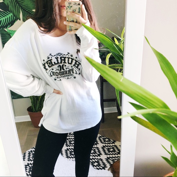 2606a310ba2c4 Hurley Tops - HURLEY • white oversized waffle knit graphic tee